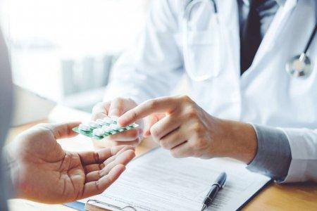Pfizer si Merck & Co propun noi medicamente anti<span style='background:#EDF514'>VIRALE</span> orale pentru Covid-19