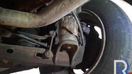 Microbuz de calatori cu butuci de lemn in loc de suspensii, la RAR: Unde poti sa legi cu sarma, e pacat sa pui surub!