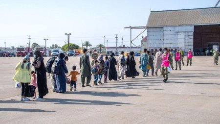 Au dat bani pentru casatorii fictive, doar ca sa scape de talibani. CNN a aflat cum au reusit mai multe femei afgane sa plece din Kabul