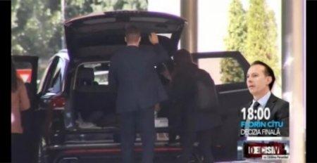 DOVADA ca USR-PLUS a premeditat totul - Dan Barna pleaca cu ficusul din sediul Guvernului