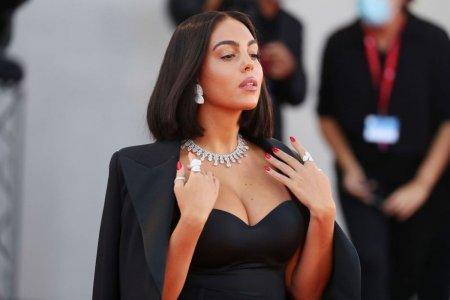Le-a taiat respiratia » Georgina Rodriguez, aparitie senzationala Festivalul de Film de la <span style='background:#EDF514'>VENETIA</span>