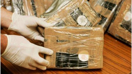 Aproape 2 tone de cocaina au fost descoperite intr-un submarin