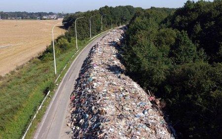 O autostrada din Belgia transformata in groapa de gunoi dupa inundatii. 38 de oameni au murit in 2 zile