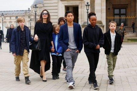 <span style='background:#EDF514'>ANGELINA</span> Jolie s-a temut pentru copiii ei in timpul casatoriei cu Brad Pitt