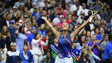 Noaptea tinerilor la US Open. Leylah Fernandez, 18 ani, a eliminat-o pe Naomi Osaka, detinatoarea <span style='background:#EDF514'>TROFEUL</span>ui