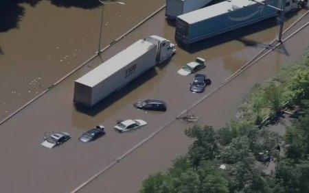 Inundatii catastrofale in SUA dupa furtuna Ida. Cel putin 58 de oameni au murit, unii inecati in masini sau apartamente