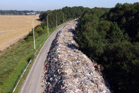 Imaginile dezastrului: O autostrada din Belgia, transformata in groapa de gunoi dupa <span style='background:#EDF514'>INUNDATIILE</span> catastrofale din iulie