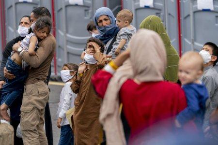 45 de cetateni afgani, evacuati sambata din Afganistan. Ei vor ajunge in Romania