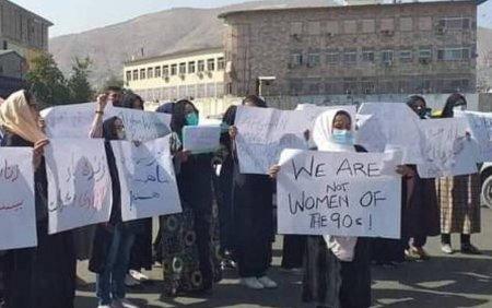 Sfidare majora pentru talibani: Mai multe femei au manifestat pentru drepturile lor. Scene haotice la demonstratie VIDEO