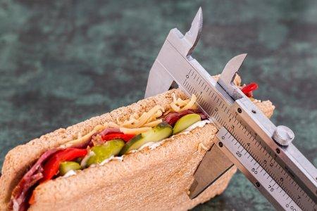 Otrava din farfurie. Cancerul din alimente care duce la obezitate. Va fi interzis de anul viitor