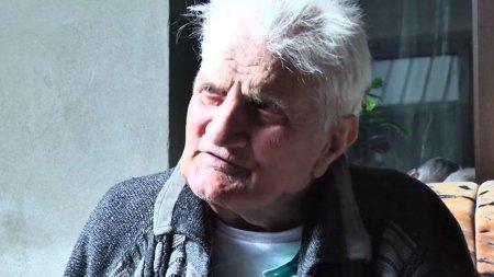 Un batran din Bacau, disparut de acasa, s-a intors dupa 30 de ani. In acest timp, familia i-a facut slujbe de pomenire