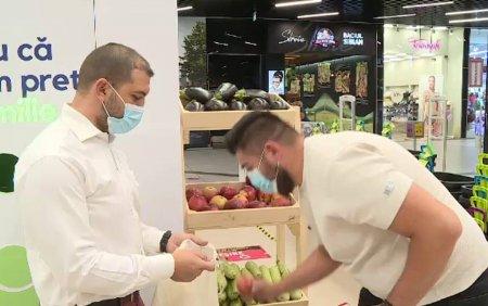 Cum sunt <span style='background:#EDF514'>RECOMPENSAT</span>i cei care merg sa recicleze la hipermarketuri: Termosuri, fructe, produse alimentare si alte surprize