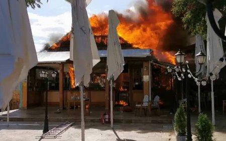 De la ce a pornit incendiul care a facut scrum trei terase din Mamaia. Pagubele sunt considerabile