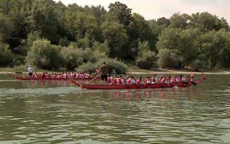 Barcile dragon au facut senzatie pe Dunare. Turistii au participat in numar mare la <span style='background:#EDF514'>ACTIVITATI SPORTIVE</span>
