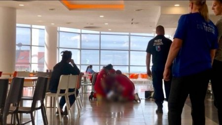 Tragedie in public. A murit in timp ce manca intr-un mall. Totul a fost filmat