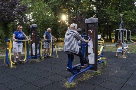 Beneficiile sportului in parc: Esti mai mobil, mai atletic, e mai fun. Plus ca e gratis