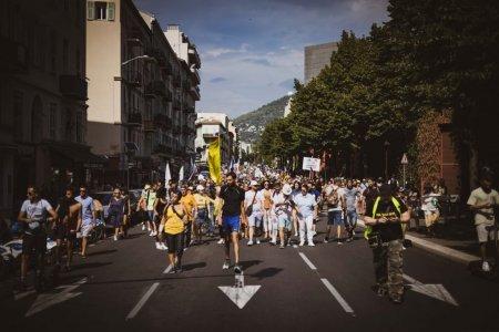 Noi proteste in Franta cu aproape 140.000 de participanti impotriva pasaportului sanitar
