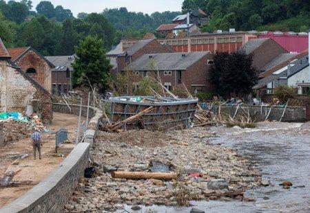 52 de romani acuzati ca au furat din casele victimelor inundatiilor din Germania. La cat se ridica prejudiciul