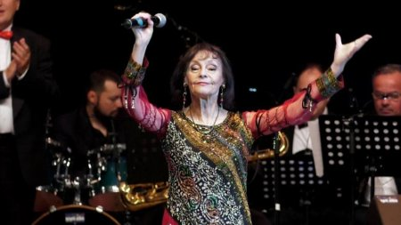 Marina Voica, la plaja, pe <span style='background:#EDF514'>LITORALUL ROMANESC</span>. Cum s-a pozat artista in varsta de 85 de ani