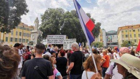 FRANTA: Aproximativ 140.000 de persoane au manifestat impotriva <span style='background:#EDF514'>PERMISUL</span>ui sanitar