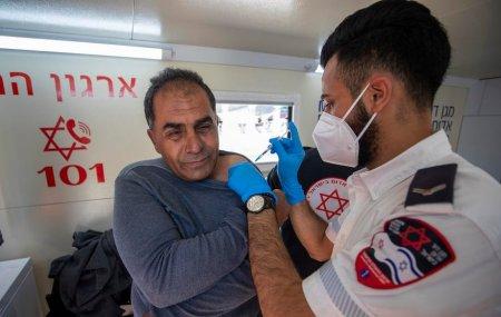 Israelul se pregateste pentru a patra doza de vaccin: Asa va fi viata noastra de acum inainte