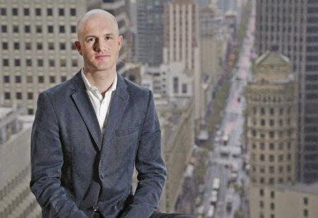 Capitalistul Saptamanii. Cine este Brian Arms<span style='background:#EDF514'>TRONG</span>, cel care a infiintat Coin Base cu 150.000 dolari, intr-un apartament din San Francisco, business care l-a facut miliardar