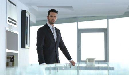 <span style='background:#EDF514'>POVESTEA LUI</span> Adi Nartea, actorul principal din serialul Vlad. A fost profesor de sport, dar si model: Catinca Roman m-a descoperit