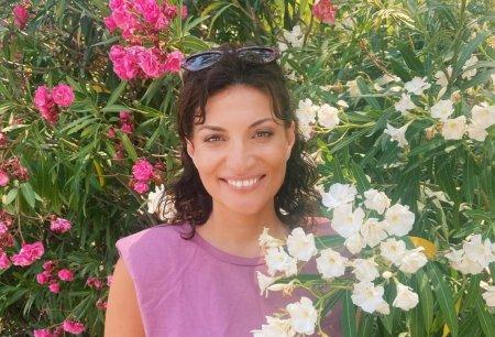 Ioana Ginghina a pozat in costum de baie, in curtea casei sale. Reactia fanilor: Ca la 20 de ani