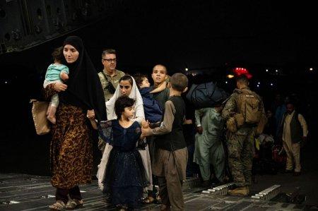 MAE anunta ca inca 80 de cetateni afgani au fost evacuati astazi din Afganistan si vor veni in Romania