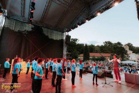 Baile Felix: Festivalul de muzica usoara Enjoy Music a fost castigat de eleva Bianca Dan