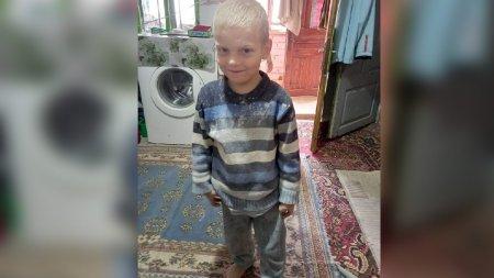 Radu are 4 ani si a disparut duminica din satul <span style='background:#EDF514'>STOLOJAN</span>i, Gorj. Daca il vedeti sunati la 112