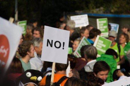 Sute de persoane au manifestat la Ottawa in sprijinul celor doi canadieni tinuti in arest in China