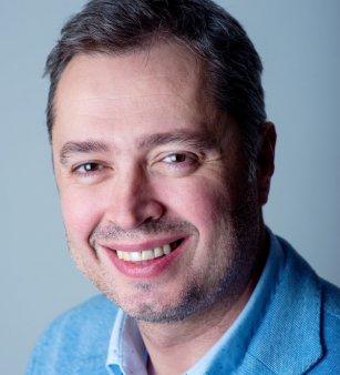 Compania de consultanta imobiliara <span style='background:#EDF514'>COLLIERS</span> l-a recrutat pe Victor Cosconel, fost CEO la Sodexo Bulgaria, pentru pozitia de Head of Industrial & Business Development
