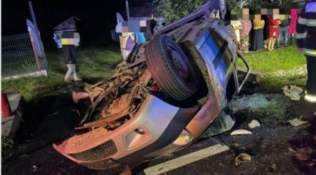 O fata de 12 ani a murit si un bebelus de 6 luni este in stop cardio-respirator, dupa ce un autoturism a fost spulberat de un TIR