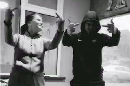 Manele si vulgaritati pe TikTok » Filmarea controversata cu Deian S<span style='background:#EDF514'>ORESCU</span> a ajuns pe net