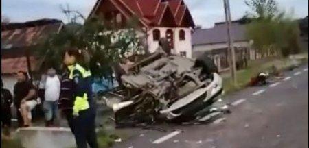 Bebelus, preluat de <span style='background:#EDF514'>ELICOPTER</span>ul SMURD dupa accidentul din Arges. Masina in care se mai aflau alti patru copii, dintre care unul a murit, a fost izbita de un TIR