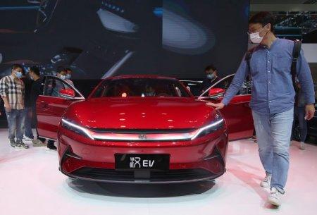 BYD, unul dintre cei mai mari producatori de masini electrice din China, sustinut de celebrul investitor <span style='background:#EDF514'>WARREN</span> Buffett, a inregistrat cresteri de 300% in luna august