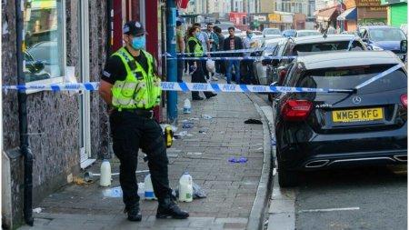 Atac cu acid in Marea Britanie. Oamenii si-au calmat arsurile de pe fata cu <span style='background:#EDF514'>LAPTE</span>