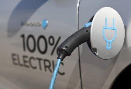 Peste 330 de <span style='background:#EDF514'>AUTOTURISME</span> electrice noi au fost inmatriculate in Romania in iulie. 7.500 de vehicule electrice sunt in circulatie