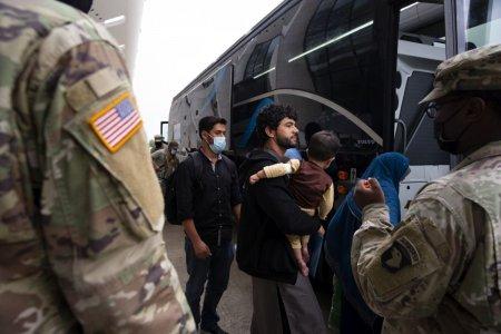 SUA faciliteaza <span style='background:#EDF514'>EVACUAREA</span> din Afganistan a patru americani, in premiera dupa retragerea din tara controlata de talibani