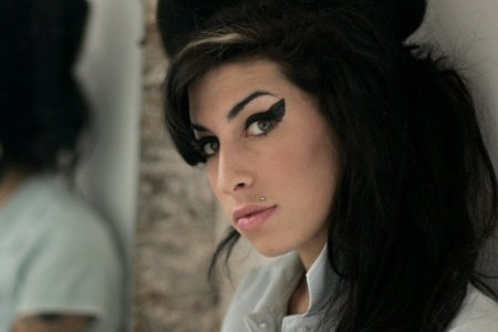 Stay tunned: Se cauta o actrita care sa semene cu Amy Winehouse