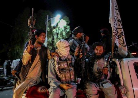 Talibanii, acuzati ca au ucis o politista insarcinata in opt luni, in fata rudelor