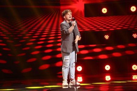 X Factor 2021, 6 septembrie. Ionut Hantig a impresionat cu <span style='background:#EDF514'>VOCEA</span> si look-ul sau excentric. A cantat Proud May de la Tina Turner
