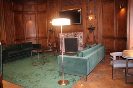 Cei care vor sa stea sapte nopti in cel mai scump apartament din M<span style='background:#EDF514'>ARMO</span>rosch Hotel din Bucuresti trebuie sa plateasca circa 9.000 euro