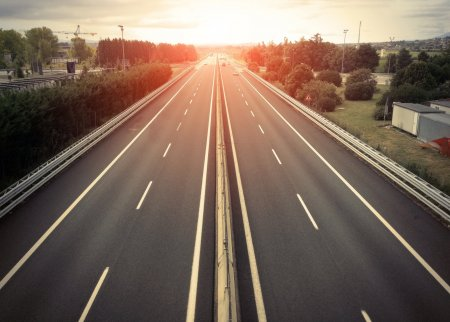O noua autostrada in Romania! Se lucreaza la ea chiar si in timpul noptii. Este frenezie (VIDEO)
