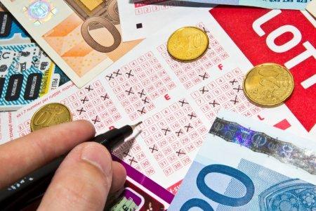 Italian arestat, dupa ce i-a furat unei femei un loz castigator de 500.000 de euro. Cum a fost prins
