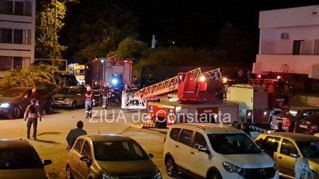 Un hotel din <span style='background:#EDF514'>EFORIE S</span>ud a luat foc. 16 persoane, dintre care copii, coborate de pompieri de pe acoperis