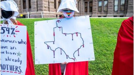 <span style='background:#EDF514'>CLINICI</span>le din Texas care practica avortul vor fi aparate de armata