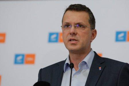 Ionut Mosteanu, dupa ce sedinta pe tema motiunii de cenzura a fost suspendata: Citu este tinut pe perfuzii la Palatul Victoria din punct de vedere politic