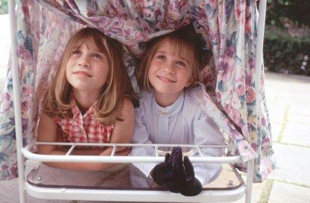Ce fac si cum arata acum gemenele Olsen. <span style='background:#EDF514'>MARY</span>-Kate si Ashley sunt de nerecunoscut
